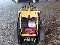 Mini skid steer loader