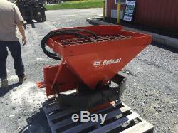 Attachement Hydraulique De L'épandeur Hs8 De 2012 Bobcat Pour Les Chargeurs Compacts