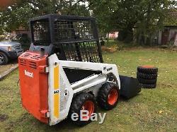 Chargeuse Compacte Bobcat 443 Avec Roues De Secours Et Pneus