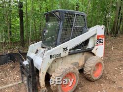 Chargeuse Compacte Bobcat 863g 2010 Avec Cabine Seulement 3 400 Heures! Arrive Bientôt