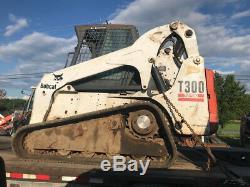 Chargeuse Compacte Sur Chenilles Bobcat T300 Compact 2005 Avec Cabine 2600hrs Bientôt Disponible