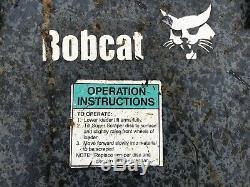 L'attachement De Racleur De Tarmac De Chargeur De Chargeur De Bobcat Peut Être Utilisé Sur Le Chat Et Le Cas