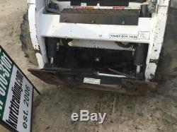 La Chargeuse Compacte Sur Pneus Bobcat S185 2010 Avec Cabine Et Moteur Kubota A Besoin De Travail