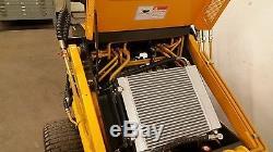 Mini Chargeur À Glissière Nouveau Champion Unilift Gaz Briggs Pneus Skidsteer Paint Damage